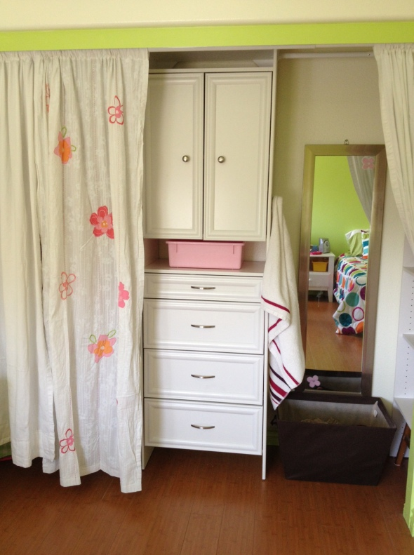 I like how the mirror, hamper and towel hook are all tucked away from sight...